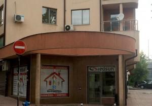 Офис магазин на фирма Редсън, България, гр. София, гледан от улица Тракия