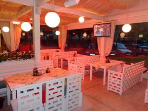 Инфрачервени лъчисти печки в зимна градина в пицария AMORE в Пловдив