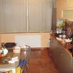 Инфрачервен панел за отопление с бяло стъкло монтиран в кухня