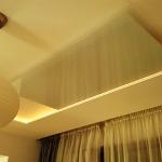 нфрачервен панел с бяло стъкло на таван в хол