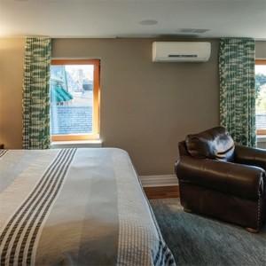 Климатик Мицубиши/Mitsubishi за отопление и охлаждане монтиран в спалня