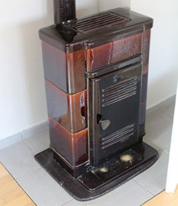 Coal and wood stove for heating