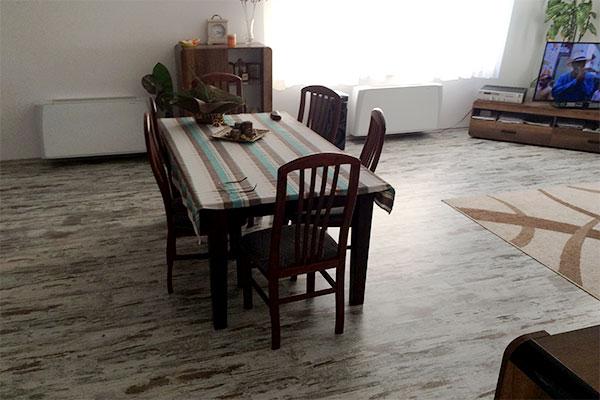 Водни конвектори Сабиана/Sabiana, Каризма/Carisma за отопление и охлаждане, монтирани в хол (дневна стая), част от термопомпа въздух-вода