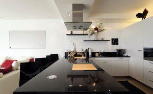 Инфрачервен панел за отопление с мощност 800 вата монтиран в кухня