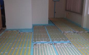 Положена изолация от 2 см XPS, инсталирано подово отопление и монтиран термостат
