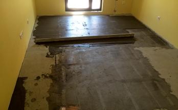 Инсталирано електрическо подово отопление и полагане на нивелираща замазка върху него