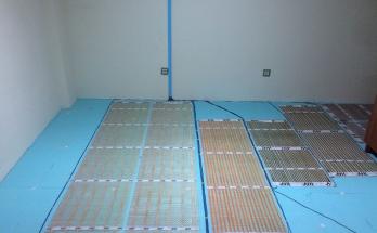 Положени, монтирани и свързани изолация, подово отопление и термостат
