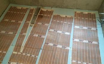 Инсталирани рогозки за подово отопление и заземителни мрежи в баня в апартамент