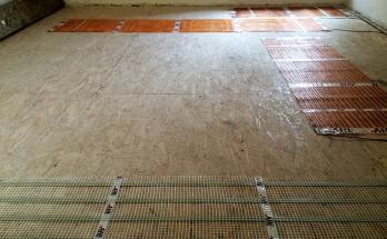 Монтирани рогозки за подово отопление на ток върху ОСБ/OSB плоскости в спалня