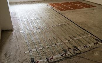 Монтирани рогозки за подово отопление на ток върху циментова замазка