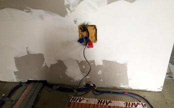 Отвеждане и свързване на захранващи кабели на електрическо подово отопление
