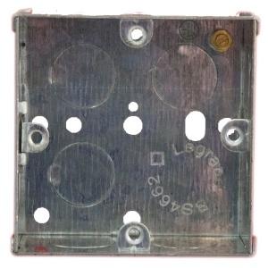 Метална квадратна кутия за вграждане в стена