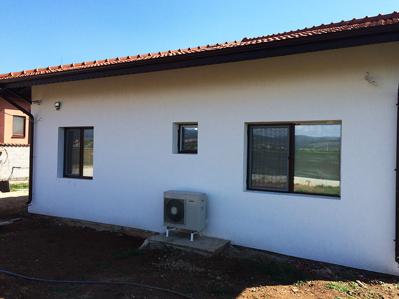 Термопомпа Въздух-Вода за отопление на къща 100 м2