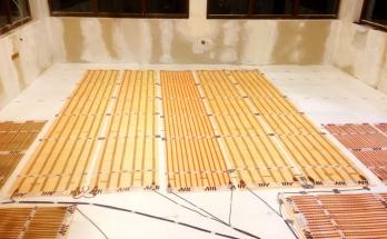 Дневна стая/хол с кухня в къща с подово отопление