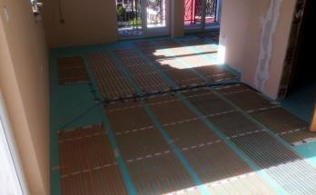 Инсталирано подово отопление на ток в дневна стая