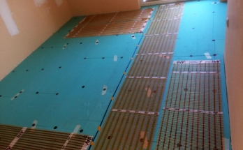 Монтирано електрическо подово отопление в спалня