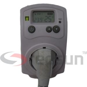 Дигитален стаен термоконтролер PLUG IN TH-810-T с включен щепсел на уред в него