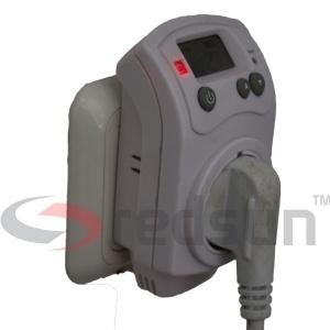 Дигитален стаен термостат PLUG IN TH-810-T включен в контакт и в термостата включен уред