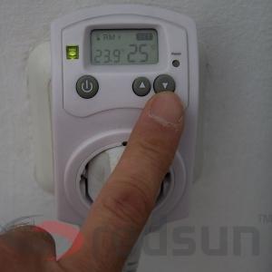 Намаляване на зададената температура за поддържане на дигитален стаен термостат PLUG IN TH-810-T