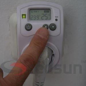 Повишаване на зададената температура за поддържане на дигитален стаен термостат PLUG IN TH-810-T