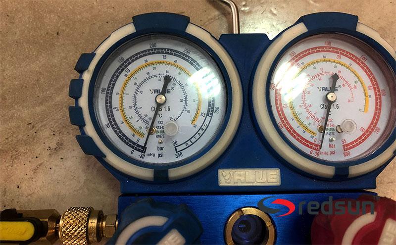 Показания за пълен вакуум на климатични манометри